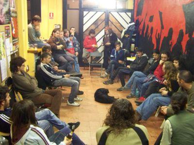 Xerrada sobre el cas de repressió de la Núria de Girona i l'Alfonso amb la qüestió del Kubotan.