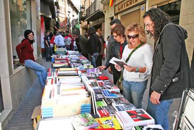 Un altre any el Centre d'Estudis va fer treure tota la distribuidora de llibres al carrer.