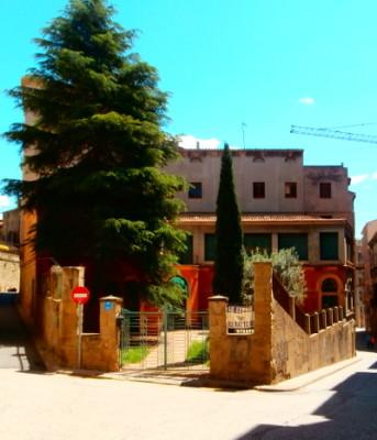 L'actual Ateneu de les Piques de Manresa, avui en dia tancat, fóu la seu de l'Ateneu Obrer Manresà del 1922 al 1939
