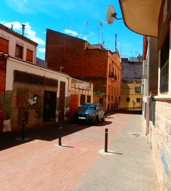 Al Passatge Renaixença, prop de l'escola amb el mateix nom, hi hagué del 1933 al 1936 la seu de la CNT