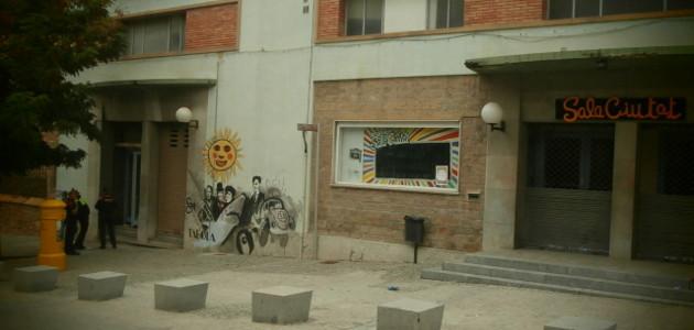 Agents dels ARRO's i de la Policia Local desallotgen la Sala Ciutat